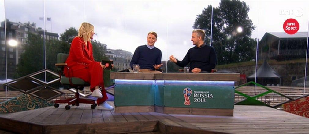 Snart klart for avspark i fotball VM. Sendinga er i gang på NRK!