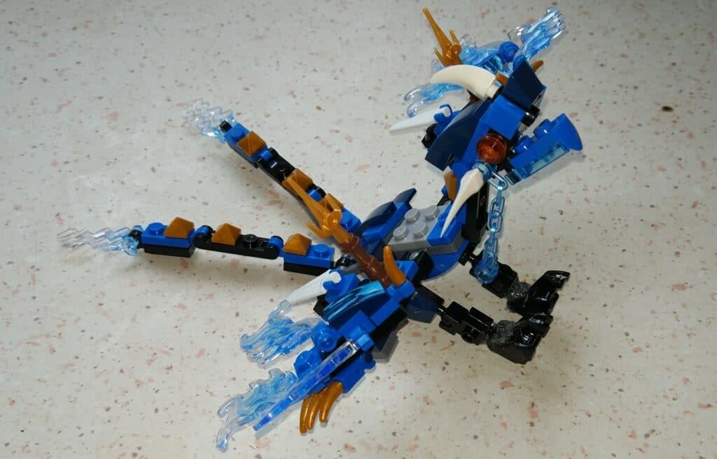 En litt sliten lego drage, men fortsatt veldig stilig