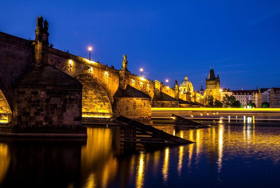 Karlsbroa i Praha