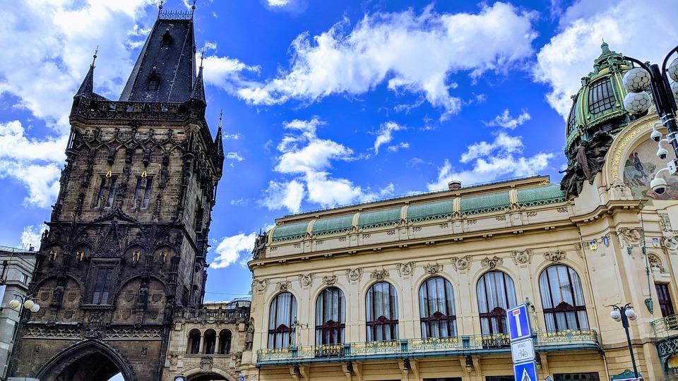 Kruttårnet i Praha er også en fryd for øyet