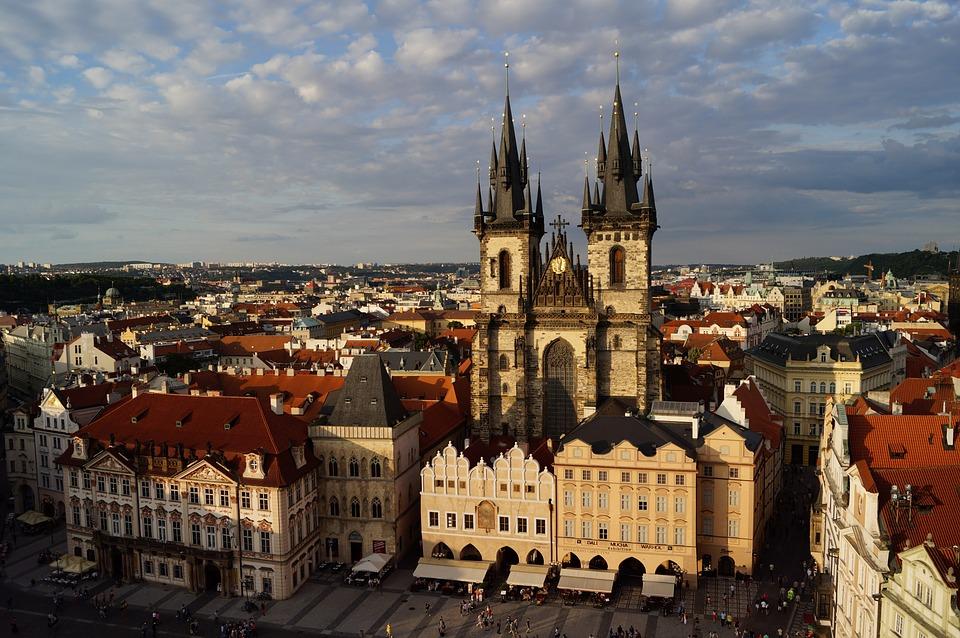 Tyn-katedralen ved torget i Praha